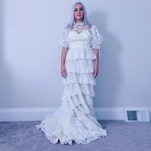 Vintage 60s tiered lace sweetheart wedding dress